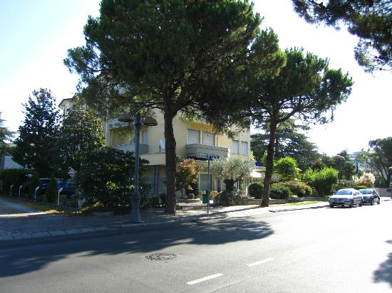abano terme singles dating site The hotel offers to its guests accomodation in double and single rooms,  dating back to 1597,  hotel abano grand hotel abano terme.