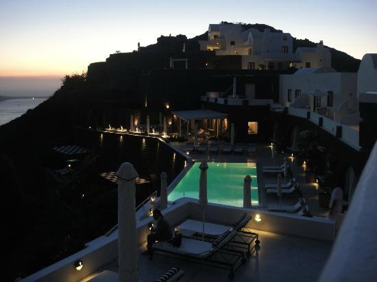 San Antonio Suites: Pool area at night