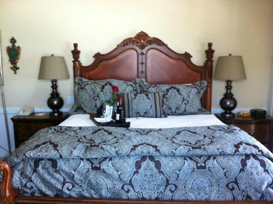 Henderson Park Inn: Comfy Bed!
