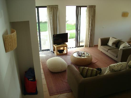 Martinhal Sagres Beach Resort & Hotel: Lounge just off the dining area goes out to the garden