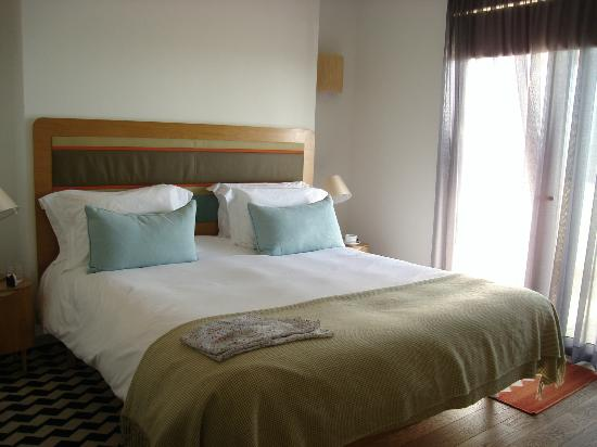 Martinhal Sagres Beach Resort & Hotel: Main Bedroom with on suite and walk in shower