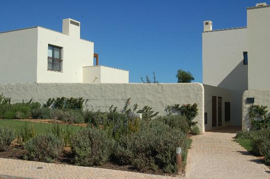 Martinhal Sagres Beach Resort & Hotel: View of entrance to the House and the front garden