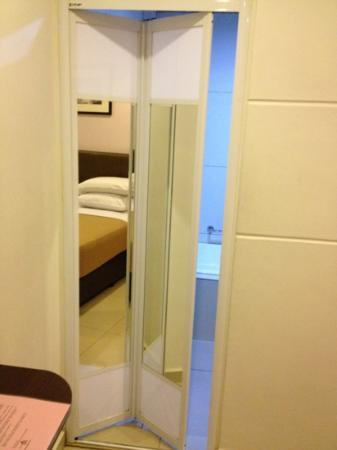 Hotel JSL: Toilet