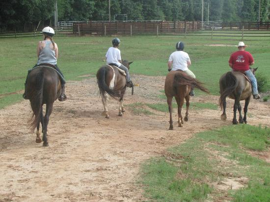 ‪‪Southern Cross Ranch‬: Grouped riders by ability