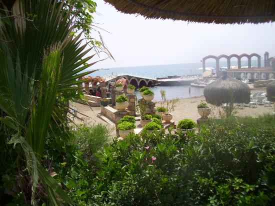 Club Hotel Sera: Enclosed beach area within the grounds