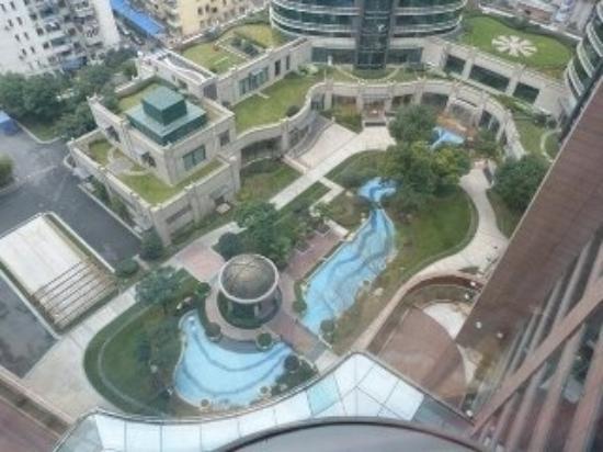 Hotel Nikko Shanghai: a hotel with garden