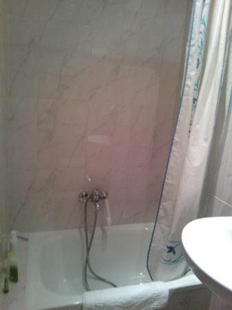 Hostal Benamar : côte gauche : la douche