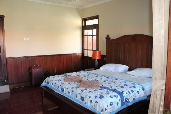 Hotel Puri Rai: chambre