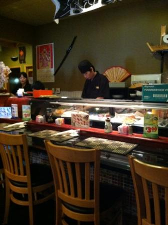 Volcano Sushi : The sushi bar