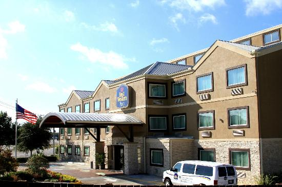 Best Western Plus Arlington North Hotel & Suites: Hotel Front