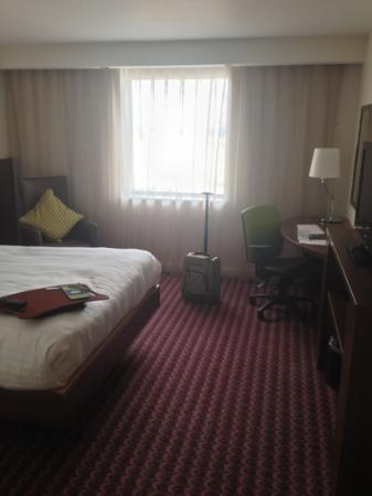 Hampton by Hilton Birmingham Broad Street: good size room.