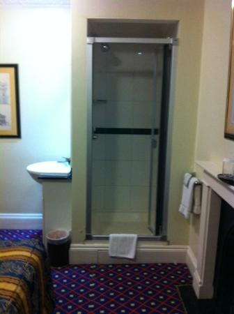 Grange Lancaster Hotel: A shower literally in the room