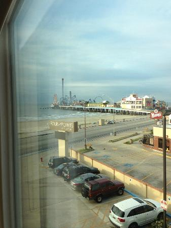 Four Points By Sheraton Galveston: We had a nice view of the Pleasure Pier