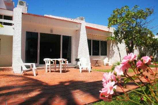 Villa Serena Vacation Rentals: Patio area facing the gardens