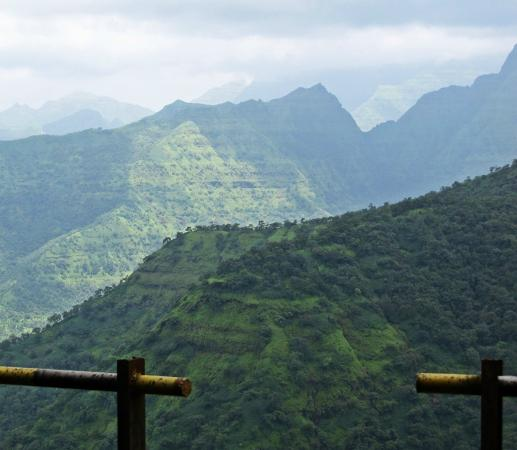 ‪‪Mahabaleshwar Hill Station‬: Craggy Mountains‬
