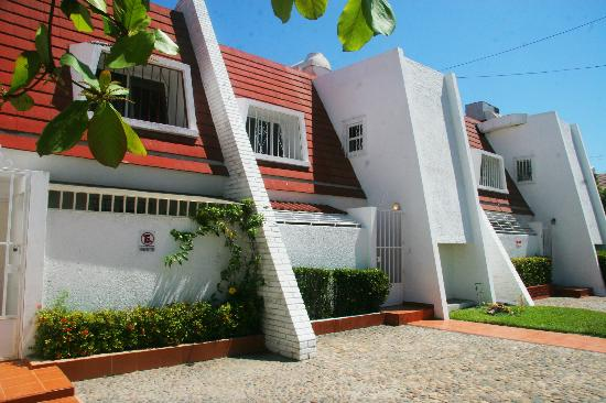 Villa Serena Vacation Rentals: Street view