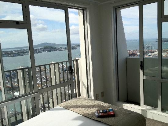 Oaks Auckland Harbour: Second Room with Balcony Access