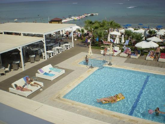 Tsokkos Silver Sands Beach Hotel: Pool and Beach