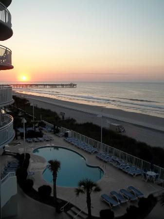 Sandy Beach Resort: Glorious sunrise 