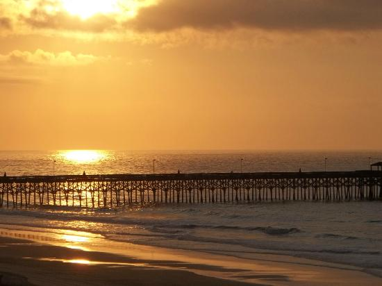 Sandy Beach Resort: Beautiful sunset 