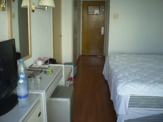 Silver Sands Beach Hotel: Room 107
