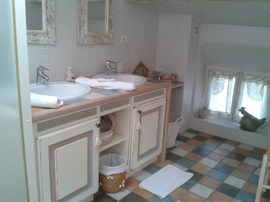 Le Moulin à Huile: vue de la salle de bains