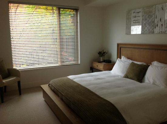 Brentwood Bay Resort & Spa: guest room in villa
