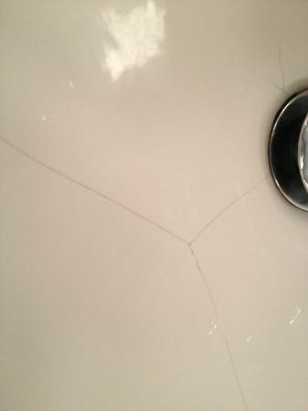 First Hotel Linne: Cracks in my sink