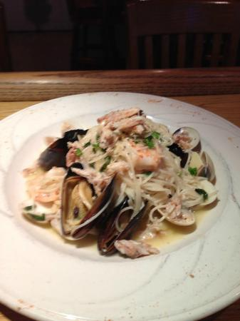 JW & Friends Restaurant: A JWs Special: Mussels, Shrimp and Crab meat in a white wine garlic sauce over cappellini pasta