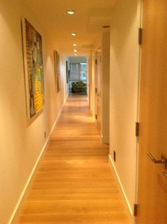 Brentwood Bay Resort & Spa: hallway in villa- it was huge