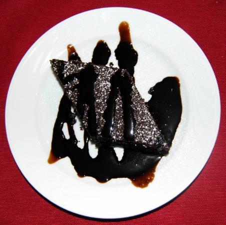 Terme Francescane Village: Torta al cioccolato decorato al cream caramel