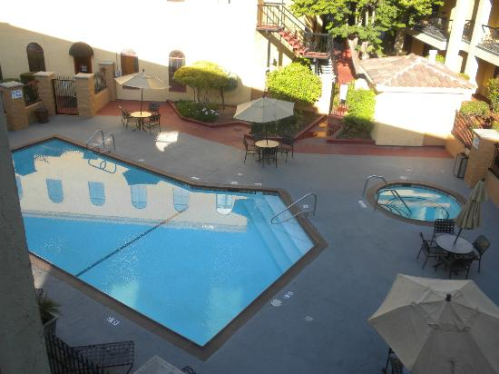 Best Western Plus Heritage Inn: View of the pool and spa from the balcony of Room #333