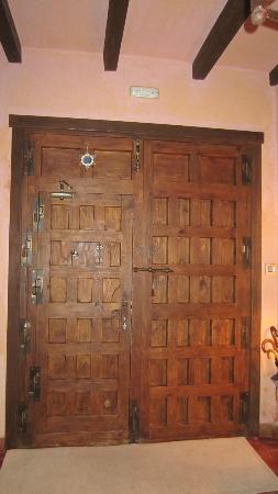 Casa Rural Rincon de la Fuente: front doors