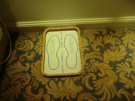Grand Palace Hotel: Tablett für Schuhe