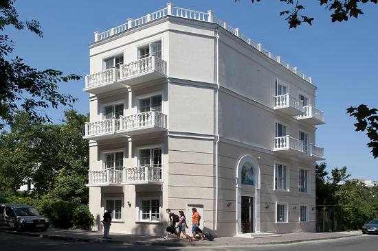 Geneva Resort Hotel: Facade
