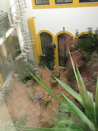 Loule Jardim Hotel: courtyard