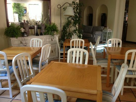 لولي جارديم هوتل: dining area