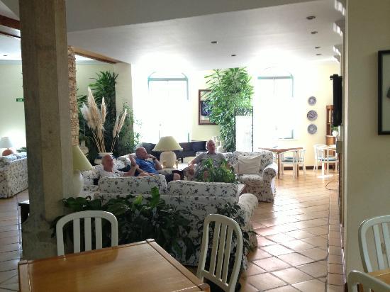 لولي جارديم هوتل: sitting area