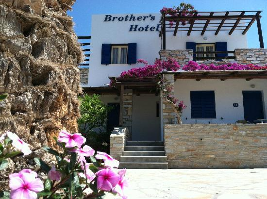 Brothers Hotel: Hotel