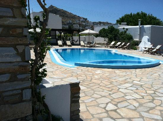 Brothers Hotel: Pool