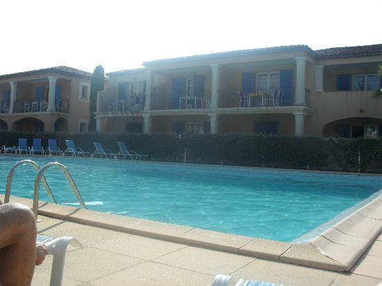 Résidence-Club Odalys La Palmeraie : vue intérieure de la résidence