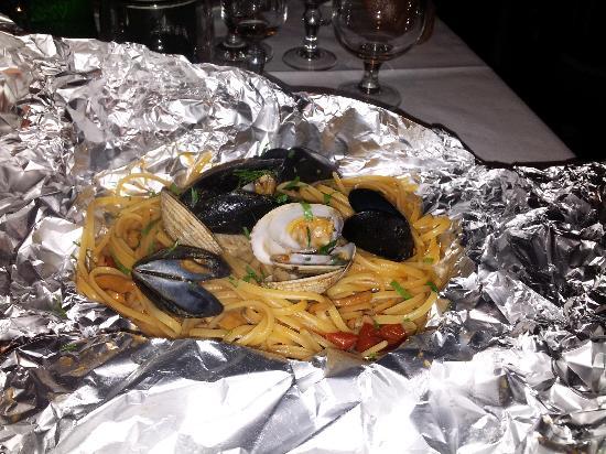 Seiano, Italien: Cartoccio di linguine ai frutti di mare
