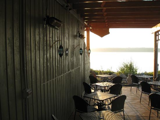 Camano Island Inn: Outdoor dining area