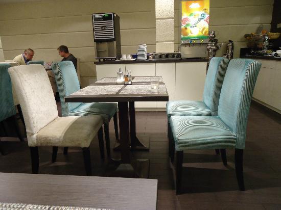 La Prima Fashion Hotel: Comedor, muy bonito, moderno y agradable.