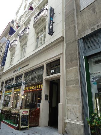 La Prima Fashion Hotel: Entrada del Hotel