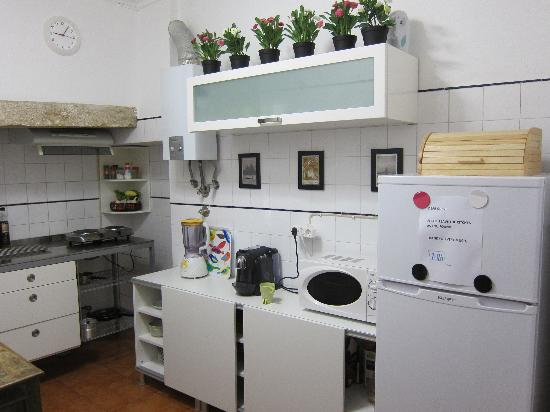 ZUZA Guest House: Kitchen for guests' use