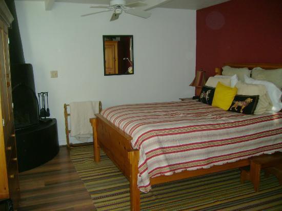Adobe Abode Bed and Breakfast Inn : Chimayo Room