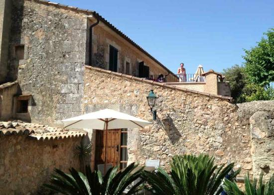 Son Siurana: patios of rear house & 1 apartment