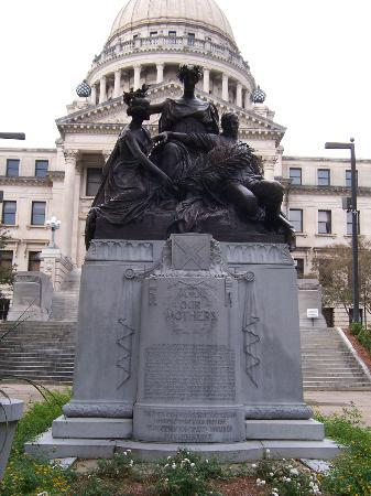 Jackson, MS: Monument honoring Confederate Women