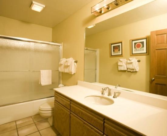 كاسكيد فيلدج ريزورت باي برجاتوري ريزورت: Bathroom